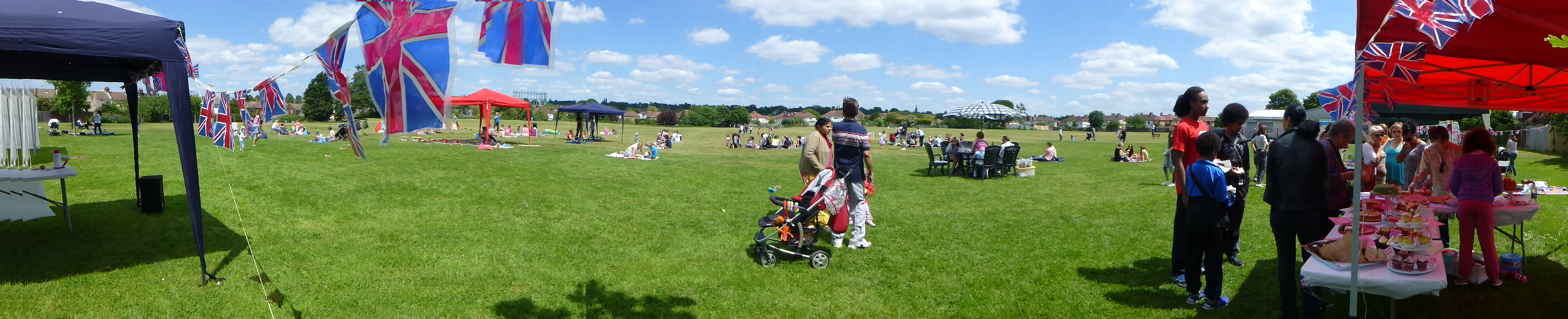 15jun07 0015 big lunch pano.JPG