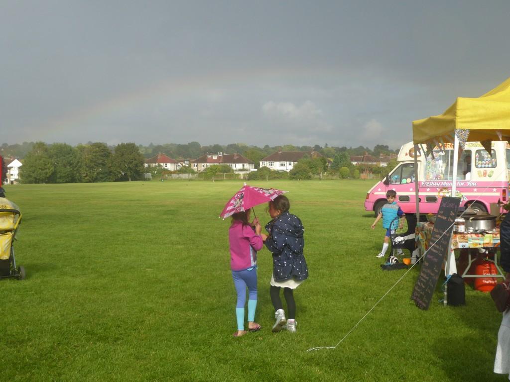 17sep09-brickfield-hoedown-20071-girls-umbrella-rainbowjpg-1024x768.jpg