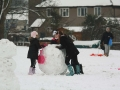 fun-in-the-snow snowman making