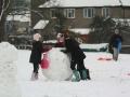 fun-in-the-snow snowman making
