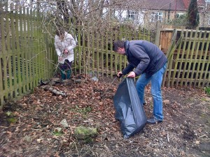 15mar14 di and felix litterpicking brickfield