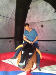 16sep12-hoedown-matt-bucking-steer